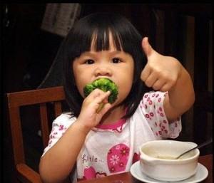 foto abituare-i-bambini-a-mangiare-le-verdure